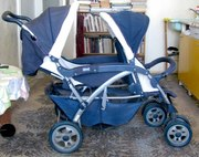 Детская двухместная коляска Chicco синего цвета